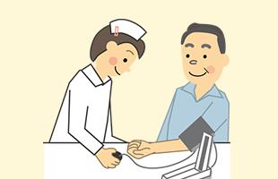 到着後は健康チェック(体温・血圧・脈拍など)を行い、無理のない活動を検討します。